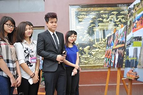 Ngắm nụ cười tỏa nắng trong chùm ảnh Việt Nam đất nước vì hòa bình