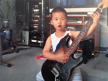 Từ nhỏ Duy đã có niềm đam mê đặc biệt với âm nhạc