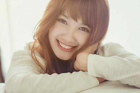 Nụ cười của cô như tỏa ánh nắng