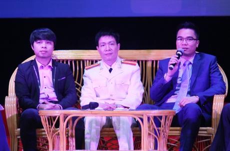 """6 khách mời là 6 nhân vật được đề cử Giải thưởng """"Gương mặt trẻ Việt Nam tiêu biểu"""" năm 2014."""