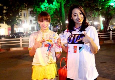 Khẩu hiệu bảo vệ môi trường của một bạn sinh viên tại Hà Nội