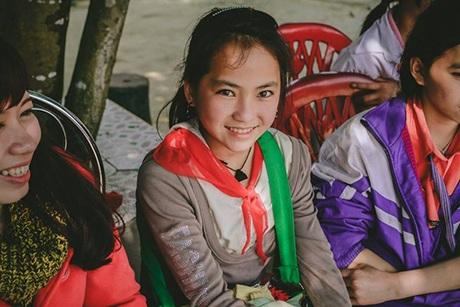 """Dân mạng """"đổ gục"""" trước vẻ đẹp của bé gái người Mông"""