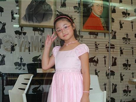 Cô bé Vàng piano Quách Hoàng Nhi