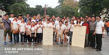 Các thành viên CLB AMA trong buổi tình nguyện tại hồ Gươm ngày 19/4 vừa qua