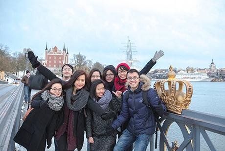Tuấn cùng bạn bè trong Clip chúc Tết của du học sinh Việt năm 2015