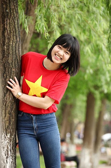 Nụ cười rạng rỡ của cô gái tốt nghiệp Học viện Báo chí tuyên truyền.