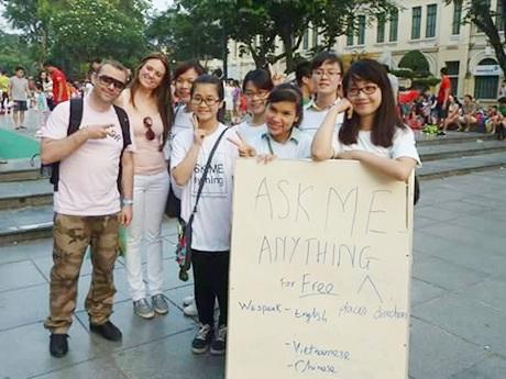 Những hướng dẫn viên du lịch miễn phí, thân thiện của Thủ đô HN