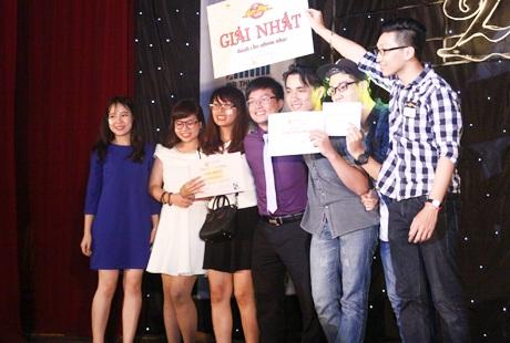 Niềm vui của những thành viên nhóm nhạc LOL khi giành giải nhất nội dung nhóm.