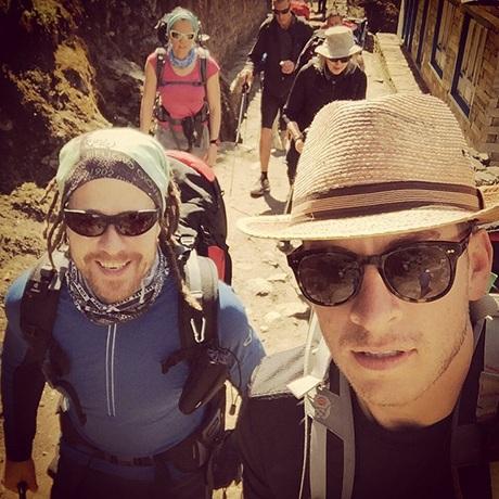 Giám đốc Dan Frendiburg (bên phải ảnh) đã thiệt mạng trong vụ lở tuyết trên đỉnh Everest