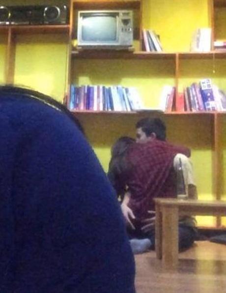 Cặp đôi trong quán trà sữa ở đường Trần Quốc Hoàn
