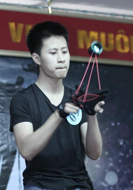 Nguyễn Đức Vinh là học sinh lớp 11E trường THPT Lomonoxop