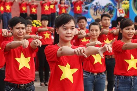 Tuổi trẻ Thái Nguyên nhảy flashmob ra quân mùa hè tình nguyện 2015