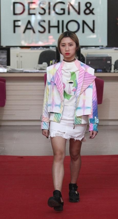 Những mẫu thời trang mới lạdo các bạn sinh viên tự thiết kế