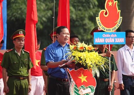 Anh Nguyễn Phi Long, Bí thư Trung ương Đoàn phát biểu tại buổi lễ ra quân