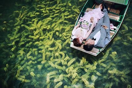 Thêm bộ ảnh cưới trên mặt nước đẹp như mộng