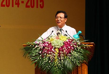 Bộ trưởng Bộ Giáo dục và Đào tạo Phạm Vũ Luận phát biểu tại buổi lễ tuyên dương.