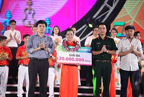 Giải Ba của cuộc thi được trao cho nữ sinh ĐH An Giang