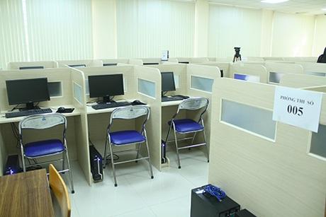 Phòng thi số 005 có 50 máy tính, sẵn sàng phục vụ 50 thí sinh dự thi
