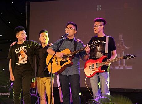 Ban nhạc học trò hát vang những ca khúc về tình bạn, về tuổi học trò trong sáng, hồn nhiên