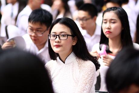 Nữ sinh Lomonoxop xinh xắn và duyên dáng trong tà áo dài