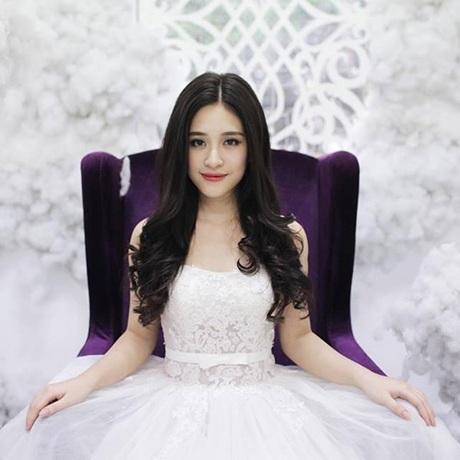 Đào Hồng Anh từng là Miss Teen tài năng âm nhạc năm 2012, HotVteen được yêu thích nhất