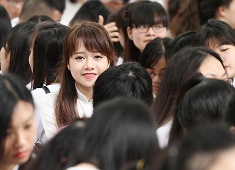 Lớp phó Văn - thể - mỹ Nguyễn Thị Yến Nhi nổi bật trong lễ bế giảng năm học