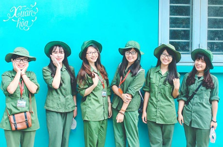 Các nữ sinh duyên dáng trong màu áo lính