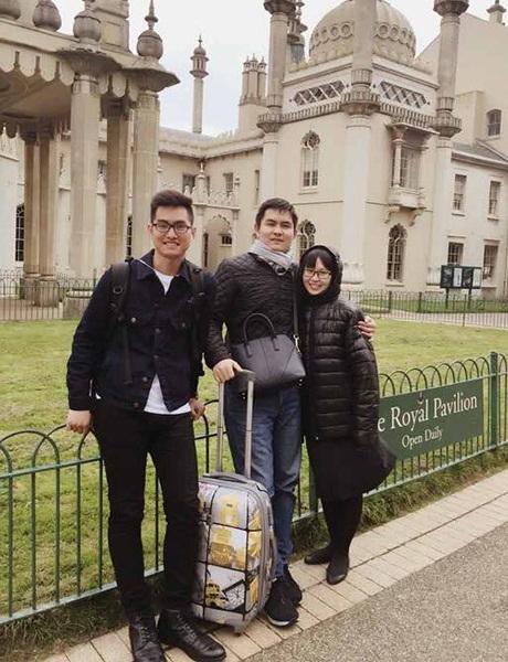 Anh chị của Nguyễn Lương Khánh (bìa trái) ghé thăm em tại Anh