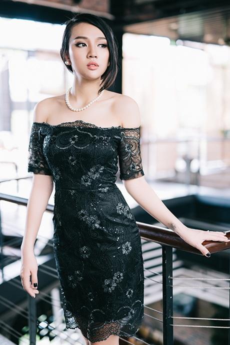 Hạ Hồng Vân nay đã trưởng thành, hết sức nữ tính và xinh đẹp