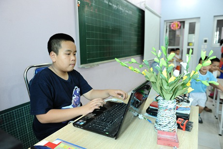 Thầy giáo Nhật Nam nghiên cứu bài giảng