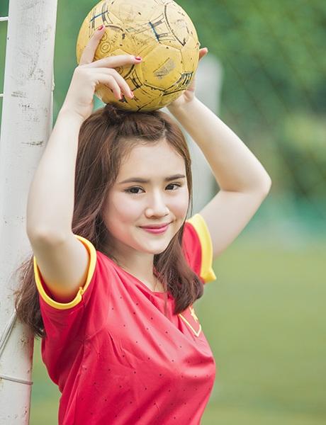 Niềm đam mê của cô bạn với bóng đá do lây nhiễm từ người bố