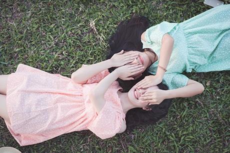Bộ ảnh thay cho lời hứa tình bạn mãi mãi bền chặt của hai cô gái