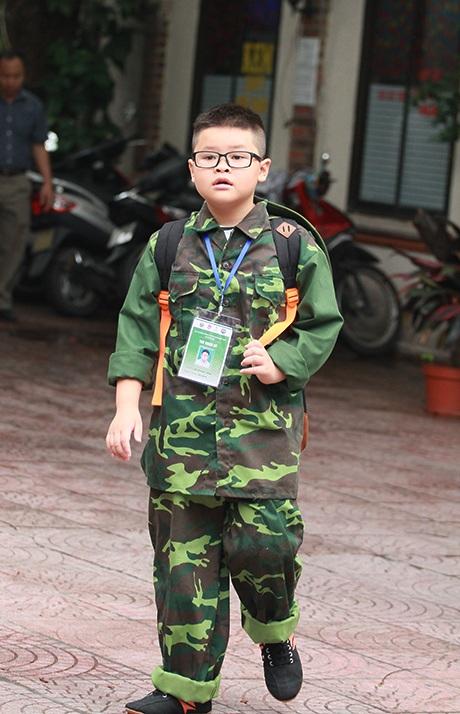Trang phục lên đường tham gia huấn luyện của các chiến sỹ nhỏ tuổi
