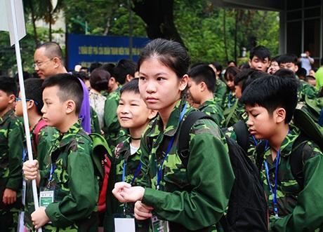 Các em gái cũng tham gia Học kỳ quân đội
