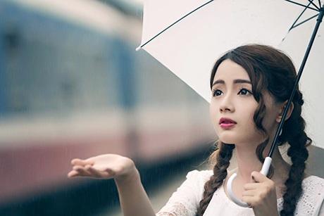 Búp bê ảnh thẻ Lê Lý Lan Hương hiện đang là sinh viên ĐH Hutech