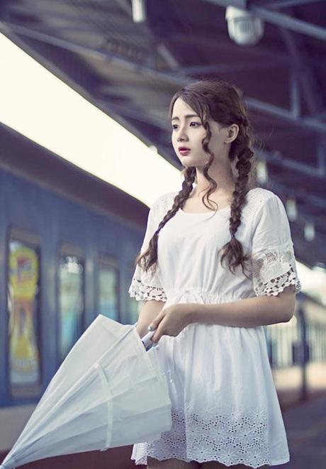 Những biểu cảm ưu tư của Hương được dân mạng ngợi khen bởi cô đã có sự đổi mới hình tượng
