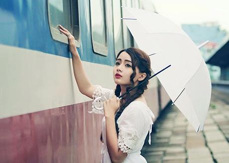 Trước đây, Lan Hương chỉ thường làm mẫu cho những bộ ảnh tươi tắn, kẹo ngọt