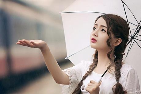 Sau mấy năm làm mẫu ảnh, khả năng biểu đạt trước ống kính của cô trở nên rất chuyên nghiệp