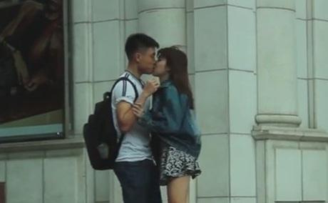 Hình ảnh trong clip Kiss Cam trên mạng