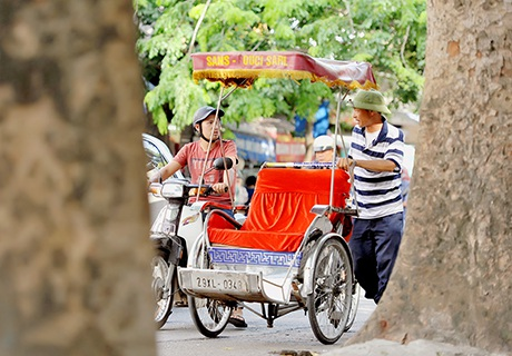 Người chạy xe xích lô ở khu phố cổ