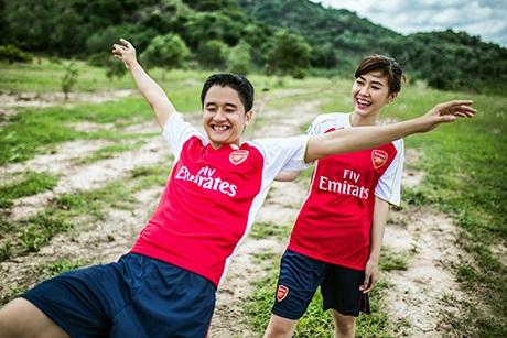 Cặp đôi Quyên và Vinh có chung sở thích là xem đội bóng Arsenal thi đấu