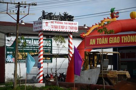 Tặng bằng khen cho người  thiết kế  biển cảnh báo TNGT độc nhất  Việt Nam