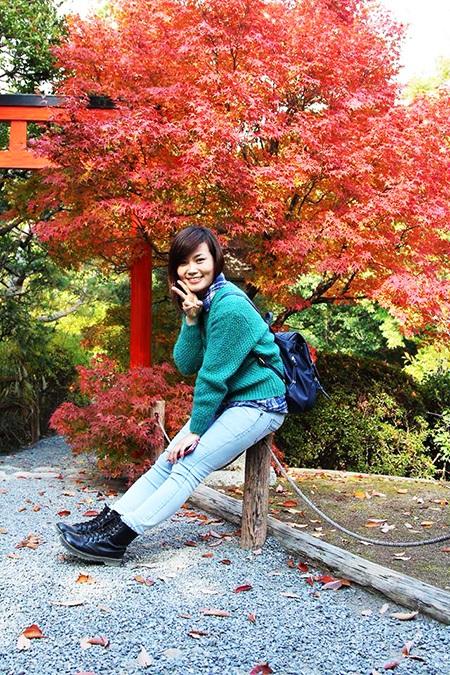 Các bạn Việt Nam có dịp ghi lại khoảnh khắc mùa lá đỏ chuyển màu.