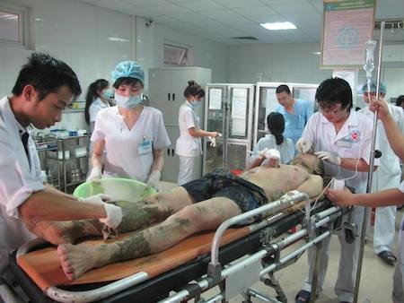 Các nạn nhân đang được chăm sóc tại BV 115 Nghệ An.