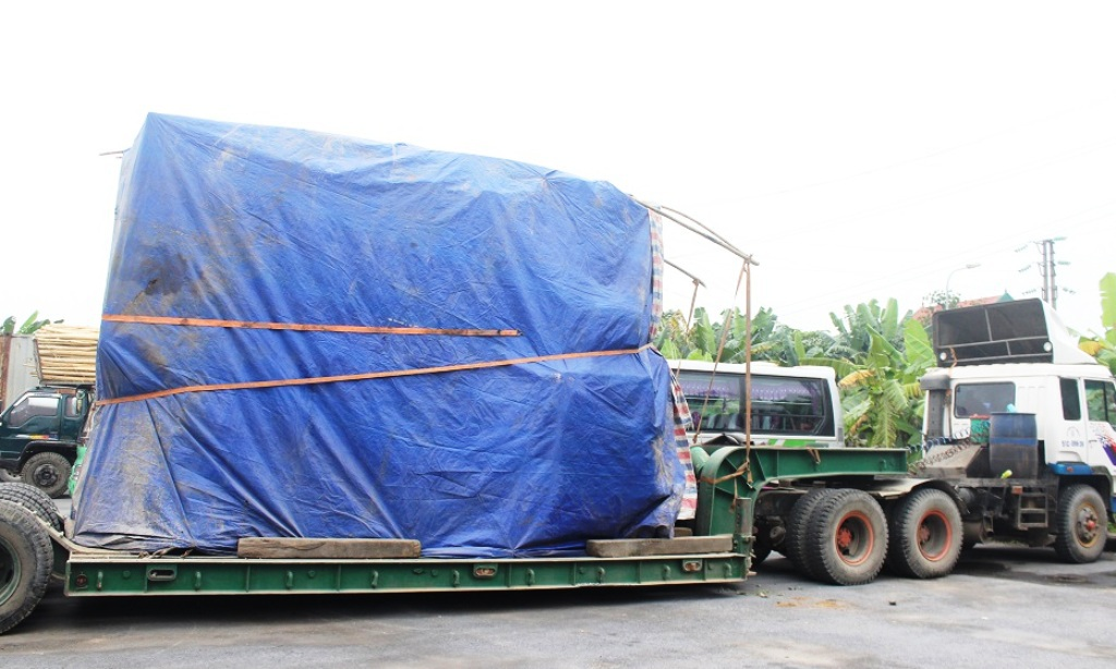 Chiếc xe chở biến áp quá tải gần 70 tấn đã một tháng nhưng chủ xe vẫn chưa trình diện.