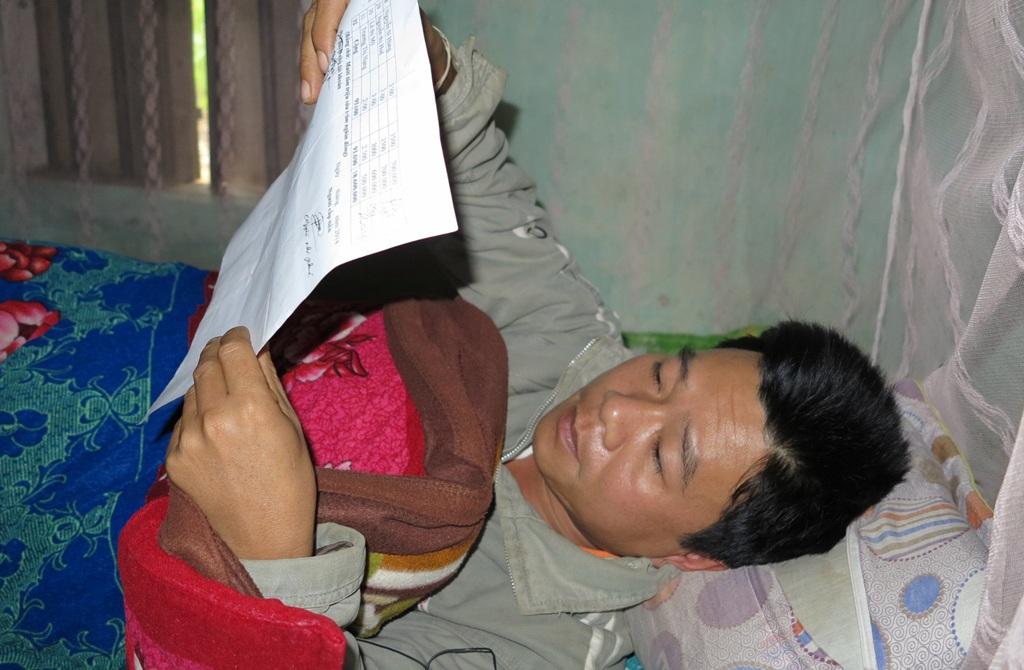 Người duy nhất ở xóm Vĩnh Thành nhận tiền đầy đủ không ai khác đó là vị xóm trưởng.