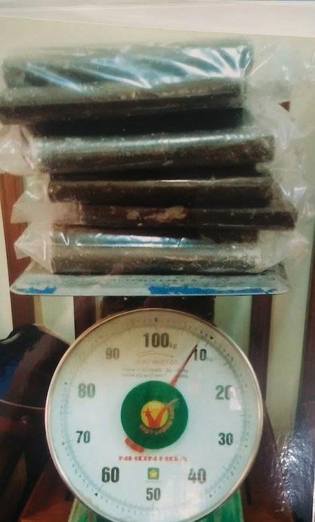 Tang vật là thuốc nổ gần 10kg do Phúc mang đi để tiêu thụ thì bị bắt.