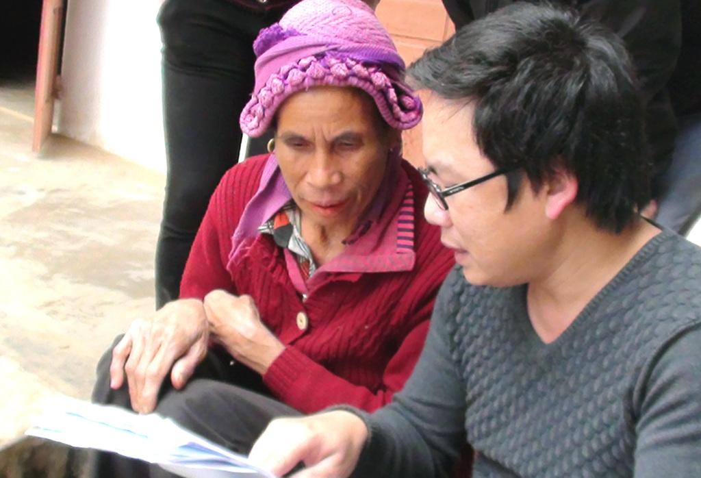 Chị Phan Thị Nhàn cũng khá bất ngờ mình xuất hiện trong cả hai bản danh sách nhận tiền.