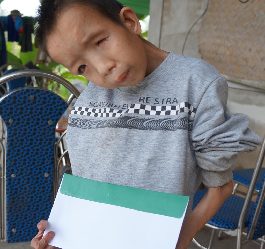 Cháu Lộc trông già như một ông cụ dù mới 14 tuổi.