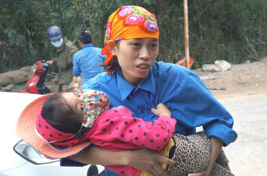 Căn bệnh thế kỷ HIV đã cướp đi của Nguyệt cả bố lẫn mẹ, giờ cháu phải sống với chị Út.